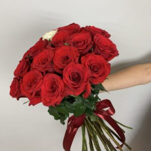 Заказать букет из 25 роз в интернет-магазине с доставкой