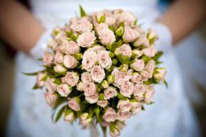 Букет из мелких роз заказать в интернет-магазине