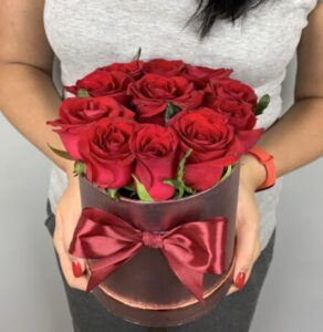 Букет роз в коробке - купить в Киеве