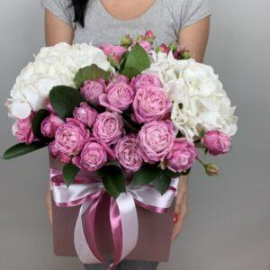 Цветы в коробке - заказать в Киеве круглосуточно с доставкой