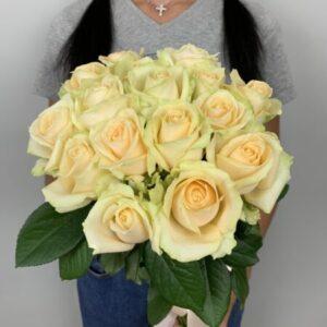 Купить букет из 15 роз в Киеве с доставкой