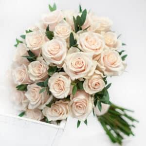 Купить букет кремовых роз в Киеве с доставкой