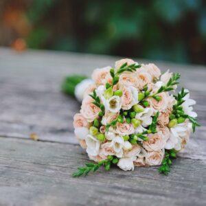 Купить букет кустовых роз в Киеве