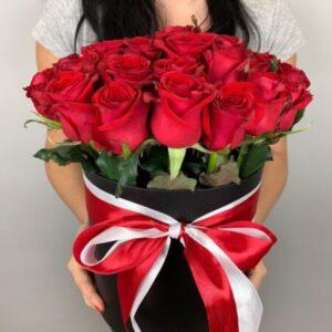 Купить красные розы в черной коробке в Киеве