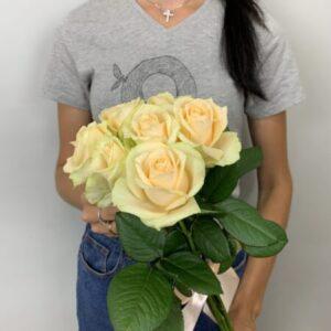 Купить нежный букет из 7 роз в Киеве