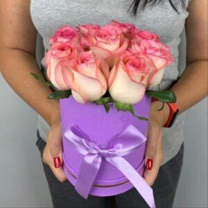 Заказать 9 роз в коробке в Киеве по доступной цене