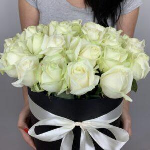 Заказать белые розы в Киеве с доставкой