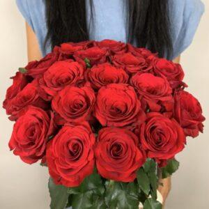Заказать букет из красных роз в Киеве с доставкой на дом